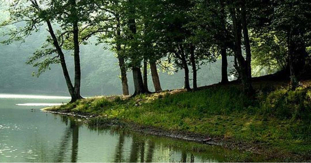 دریاچه زیبا و دیدنی چورت