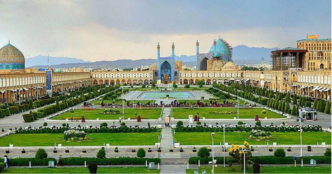 جاذبههای دیدنی گردشگری اصفهان شرکت هواپیمایی پاژسیر مجری تورهای داخلی قسطی - اقساطی از مشهد