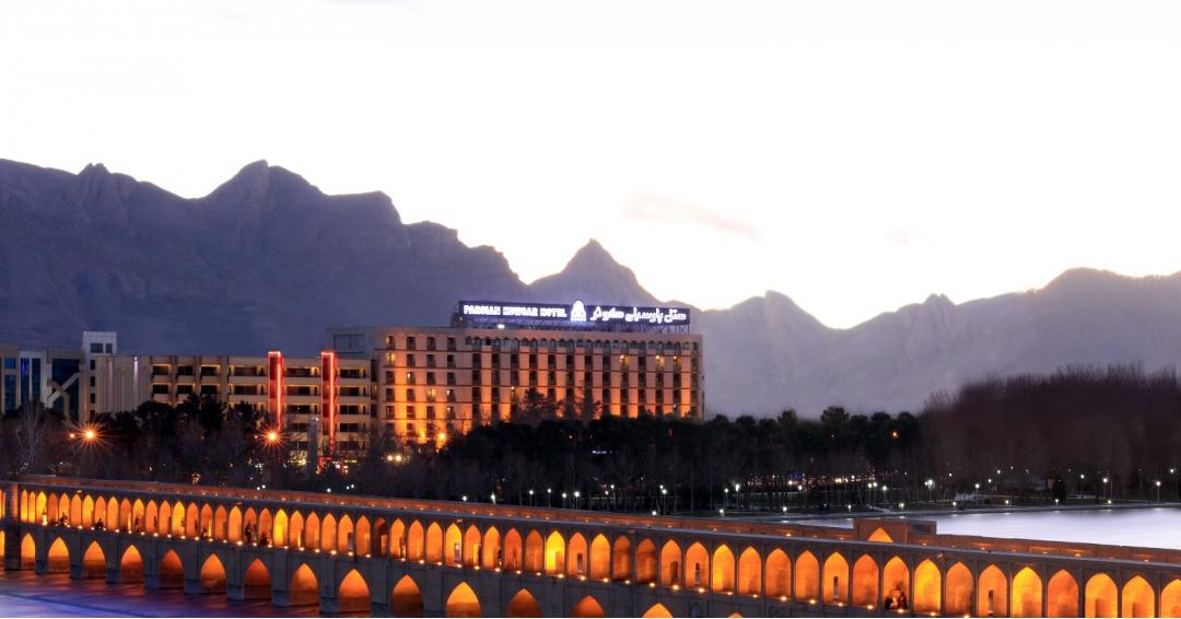 هتل پارسیان  5 ستاره اصفهان- شرکت هواپیمایی پاژسیر مجری تورهای اقساطی از مشهد