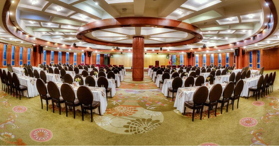 هتل   5 ستاره بزرگ در شیراز - شرکت هواپیمایی پاژسیر مجری تورهای اقساطی از مشهد