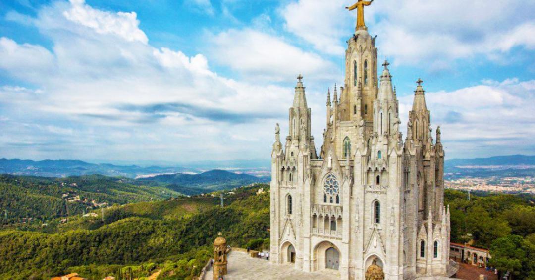 جاذبه گردشگری کلیسای ساگرات کور بارسلونا - شرکت هواپیمایی پاژسیر مجری تورهای اقساطی از مشهد