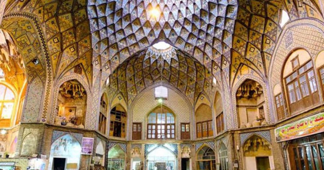 تیمچه امین الدوله داخل بازار کاشان - شرکت هواپیمایی پاژسیر مجری تورهای اقساطی از مشهد