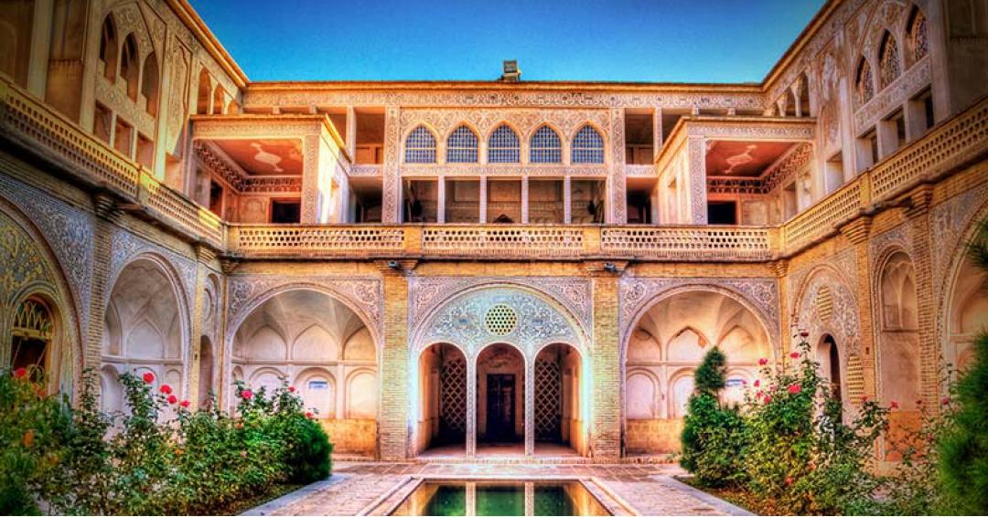 خانه عباسیان در کاشان - شرکت هواپیمایی پاژسیر مجری تورهای اقساطی از مشهد