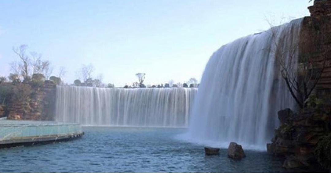 عظیم ترین آبشار مصنوعی زیبا در چین - شرکت هواپیمایی پاژسیر مجری تورهای اقساطی از مشهد