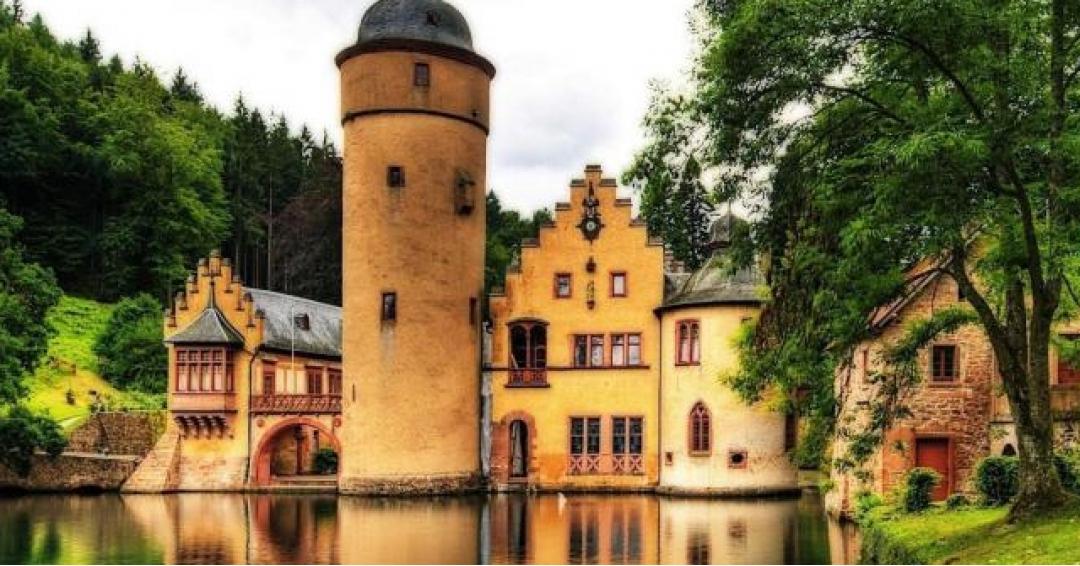 معروفترین و زیباترین قصرهای آلمان - شرکت هواپیمایی پاژسیر مجری تورهای اقساطی از مشهد