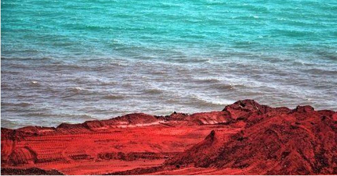 ساحل سرخ جزیره هرمز - شرکت هواپیمایی پاژسیر مجری تورهای اقساطی از مشهد