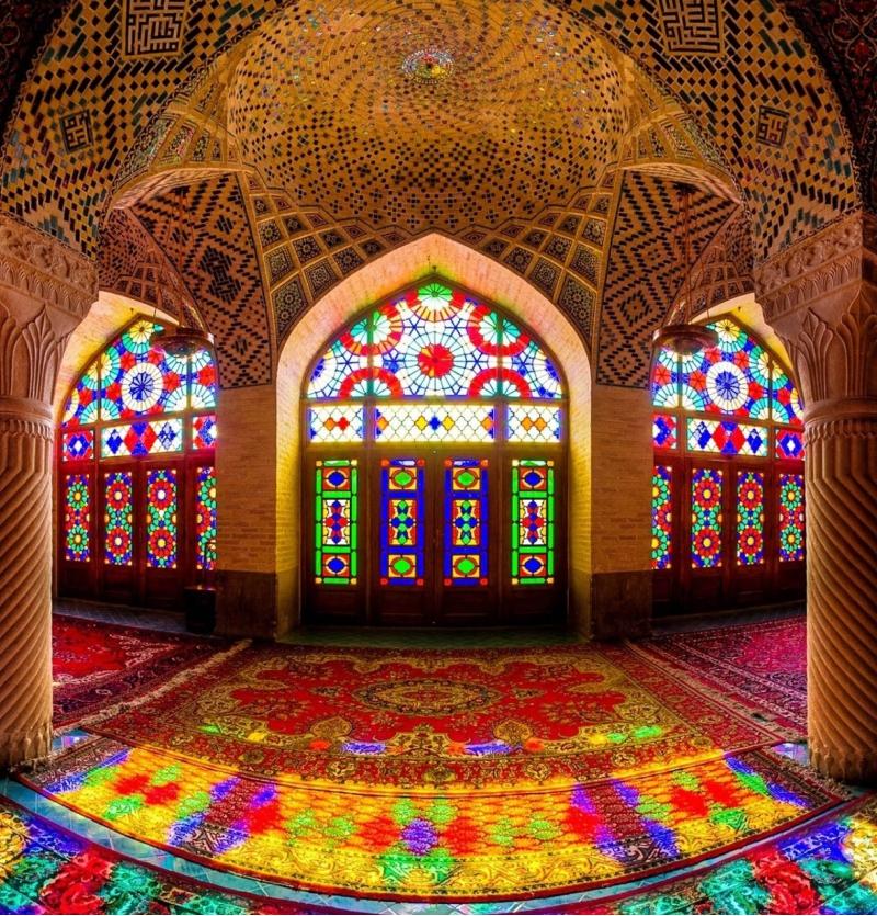 تور شیراز با گشت - ترانسفر - شرکت هواپیمایی پاژسیر مجری تورهای اقساطی از مشهد