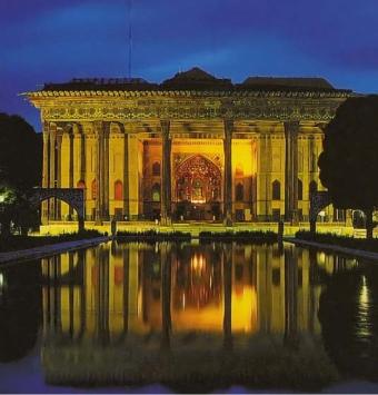 تور اصفهان  در نوروز هتل 4* - شرکت هواپیمایی پاژسیر مجری تورهای اقساطی از مشهد