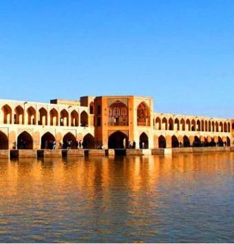تور 3شب و 4روز اصفهان رفت و برگشت به صورت هوایی - شرکت هواپیمایی پاژسیر مجری تورهای اقساطی از مشهد