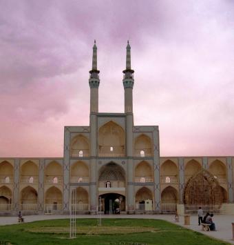 یزد شهر تاریخی وقدیمی (شهر بادگیرها )  تاریخ حرکت 7شهریور 4روزه - شرکت هواپیمایی پاژسیر مجری تورهای اقساطی از مشهد